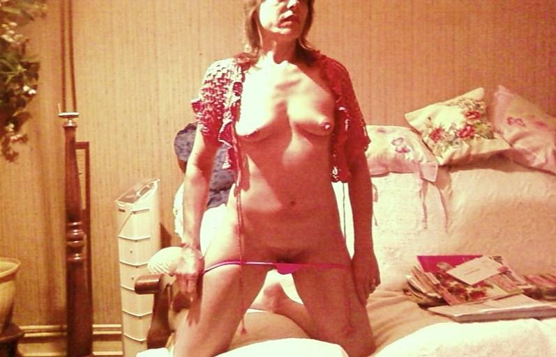 belle salope mature fait un show devant sa webcam