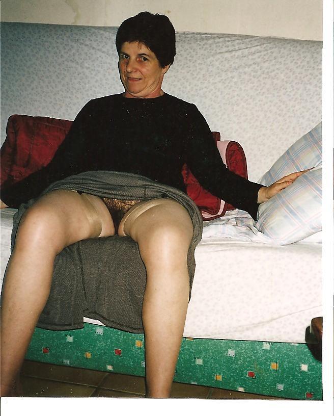Vieille femme coquine et cochonne a poil sur mon blog de sexe