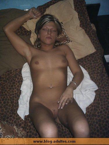 Filles ayant des relations sexuelles sous la douche