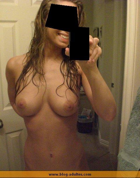 Nana exhibe ses seins