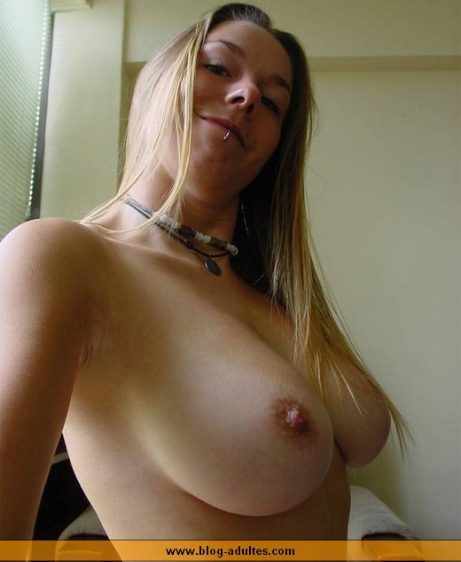 Gros seins ronds et grosse bite