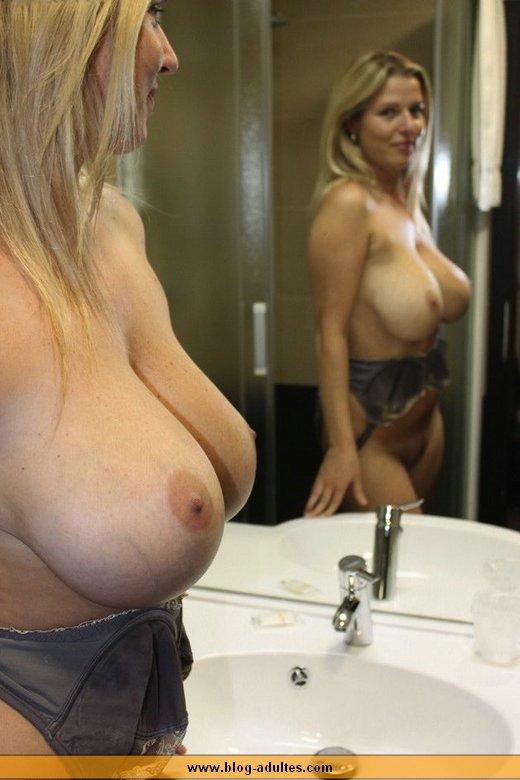 Rencontre une femme avec des gros seins